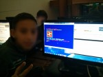 Pequeño aprendiz de programador superando retos