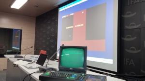 Creando un videojuego en directo en el Taller de Programación de Videojuegos en Amstrad CPC en Elche Juega 2014